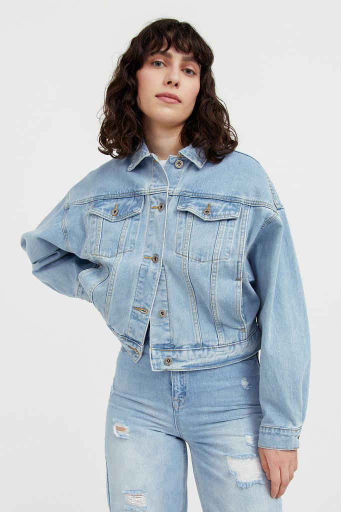 укороченная джинсовая куртка с объемными рукавами